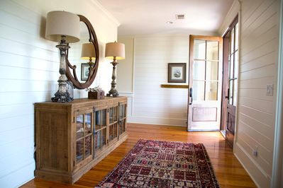 Foyer: Dramatic entrance with tons of light and space.