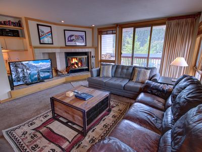 Photo for Liftside 309 - 4 King/Queens, Walk to Lifts, Indoor pool/Hot tub By SummitCove Lodging
