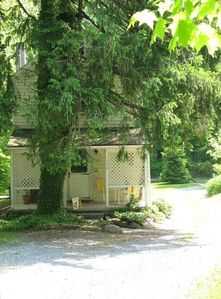 A Cottage in Woods Near Skiing, Lake, and Historical Sites