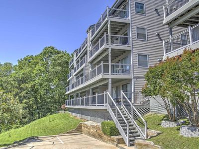 Photo for Beautiful Lake View Condo - Close to Silver Dollar City