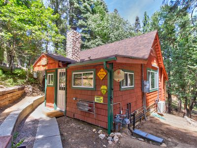 Photo for NEW LISTING! Charming cabin with free WiFi, wood fireplace, grill and AC!