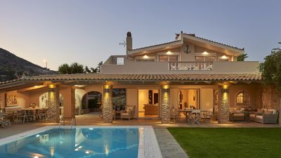 Photo for Luxury 4 Bdrm Villa with Pvt Pool on the beach