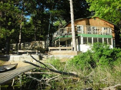 The Card's Nest Rental Cabin on Lake in Wooded Area