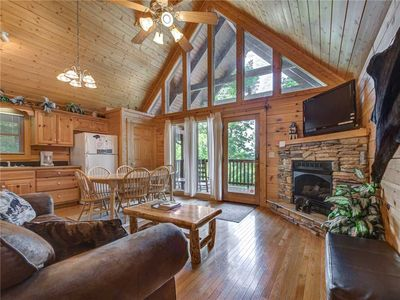 Photo for Trail's End, 2 Bedrooms, Sleeps 8,Hot Tub, Jetted Tub, Gas Fireplace