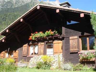 Photo for Chalet listed 4 stars, 700 m away from Chamonix centre. Fireplace, Wi-Fi. Garden