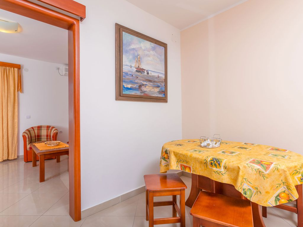 Family apartment 30 meters from the sea