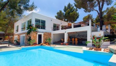 Photo for Modern Villa with Pool, Wi-Fi, Sun Terrace and Garden; Parking Available