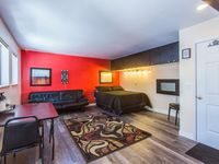 Great stay in a clean, quiet, stylish condo, close to shopping/restaurants