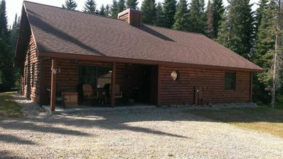 Relaxing, private log cabin nestled within 40 acres of majestic pines