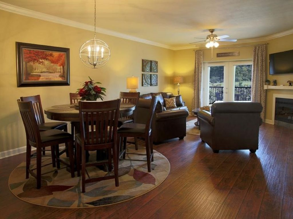 Living Room 50 Off luxurious 2br, 2ba condo w/new 6' spa - homeaway pigeon forge
