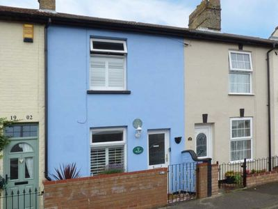 Photo for SEA BREEZES, pet friendly, with a garden in Pakefield, Ref 923949