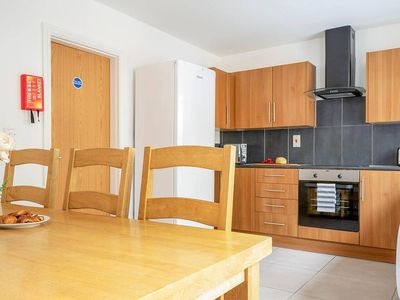 Photo for Lovely, Modern 6BR Townhouse near Liverpool