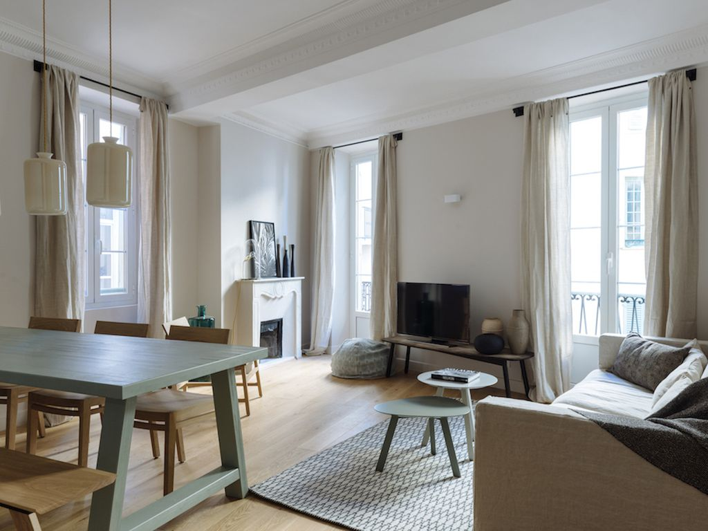 Luxe appartement design avec balcon dans la vieille ville for Appartement design tours