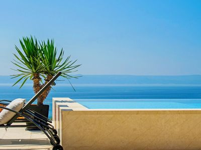 Photo for Vast villa, private heated pool - *free dinner offer