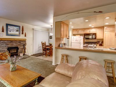Photo for Cozy, renovated condo close to skiing w/ shared hot tub/pool/sauna/tennis