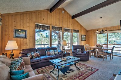 This cozy Estes Park home features 2-bedrooms and 1 full bathroom.