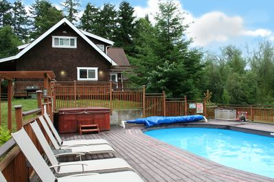 Private hot tub (open year round) and the pool (May-Sept) are just steps away.