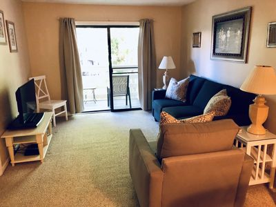 """Living Room with 37"""" Flat Screen TV & DVD player"""