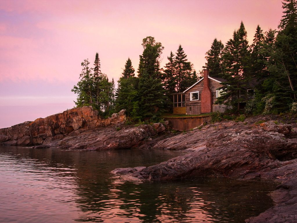 Incredible hand hewn square log cabin on the north shore for North shore lake superior cabins