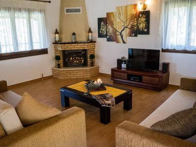 Photo for Spacious Spring apartment in Skiathos with WiFi, air conditioning, private parking, shared terrace …