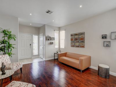 Stylish & Comfy, Contemporary LV Home, Neatly Landscaped
