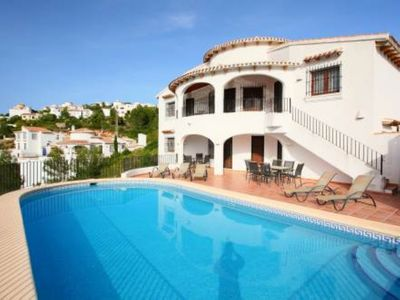 Extra Large Pool/Sun Deck with BBQ and outside shower with new lounge chairs