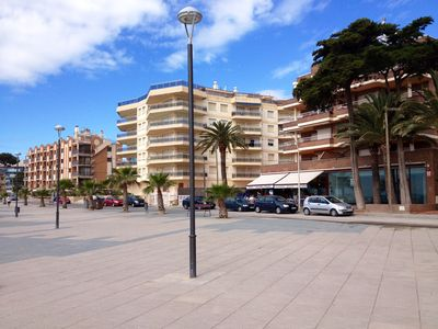 Photo for Apartment with terrace on the first line of the sea