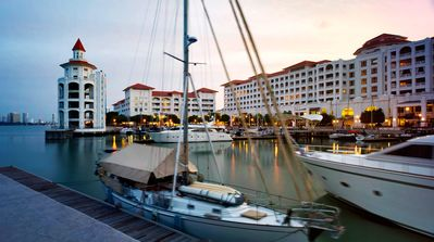 Photo for Spacious & Airy Luxury Home @ Straits Quay