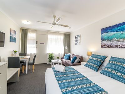 "Photo for ""AQUA WAVES"" Glenelg Central Studio w/POOL, SPA & FREE PARKING"
