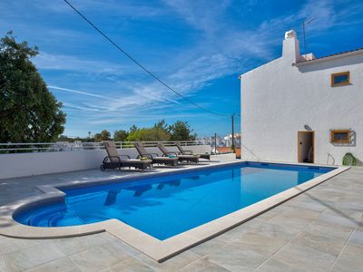 Photo for Fabulous 3 bedroom villa in the center of Carvoeiro with private pool