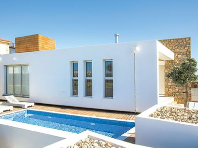 Photo for Modern villa for two with private pool, free Wi-Fi, BBQ & free aircon