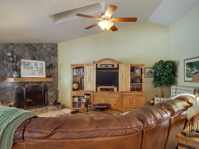 Photo for Spacious home w/ private hot tub, Ping-Pong, shared pools & 10 SHARC passes!