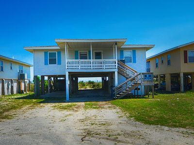 "Photo for ""Seagull "" offers great ocean front living at a desirable mid-island location near the Holden Beach Pier."
