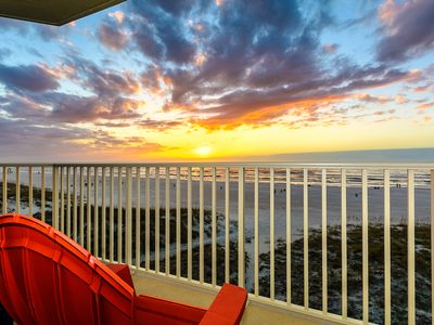 Gulf-Front Condo with Pool - Ideal Location!