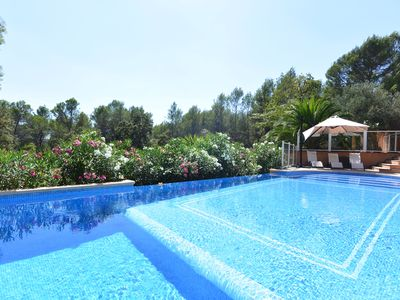 Photo for Air-conditioned house 350m², nature pool Terrace 9 bedrooms