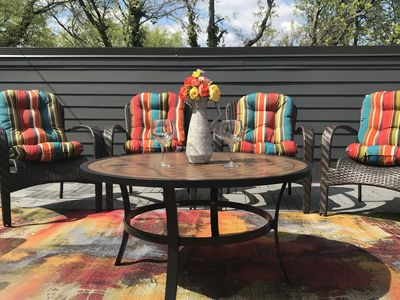 Rooftop deck w/gas grill, comfort furniture, Loungers & tables for entertaining