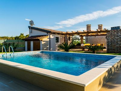 Photo for Lovely house with private swimming pool, guesthouse and comfortable terrace