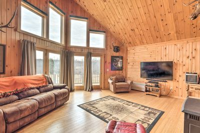 This 2-bed, 2-bath vacation rental home in Troy awaits you.