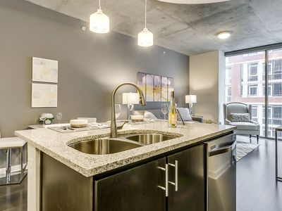 Metro 1BR w/ Pool + Gym in Victory Park
