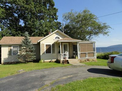 Cottage with wide Ocean view and lovely screen porch