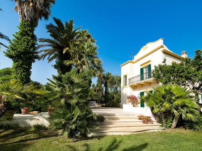 Photo for Elegant villa with swimming pool and garden, in a quiet area close by Salemi