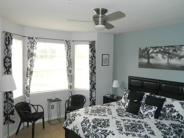 Luxury refurbished, refurnished 3 bed condo heated pool ideal for I4 and Disney