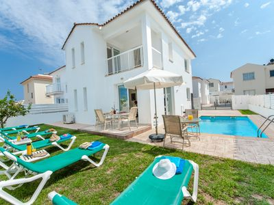Photo for 3 Bedroom Holiday Villa with Private Pool Walking Distance to the Beach