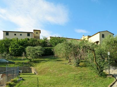 Photo for Cosy apartment for 8 guests with pool, WIFI, TV, pets allowed and parking