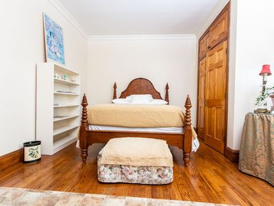 Photo for Beautiful 3 Bedroom Apartment with easy public transport to NYC and airport