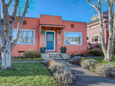 Adorable getaway w/ Craftsman-style features - minutes from HSU