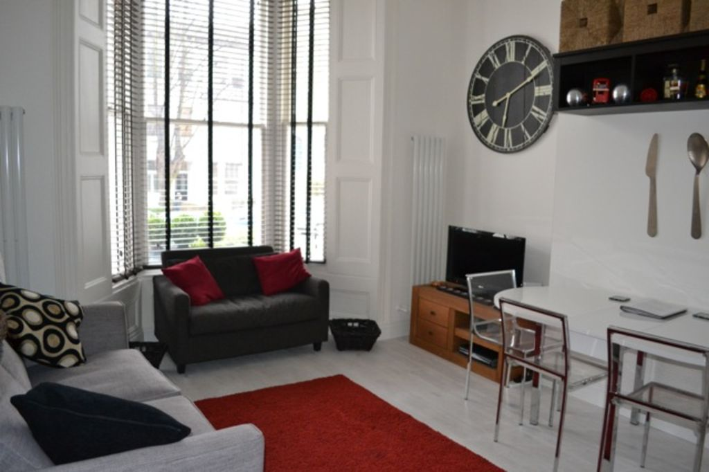 Fabulous 2 bedroom flat in Central London  close to major tubes  Very  peaceful Fabulous 2 bedroom flat in Central London    HomeAway Hammersmith. 2 Bedroom Flats For Rent In Central London. Home Design Ideas