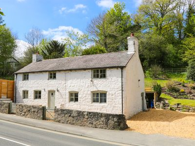 Photo for MILL COTTAGE, pet friendly, with open fire in Loggerheads, Ref 925106