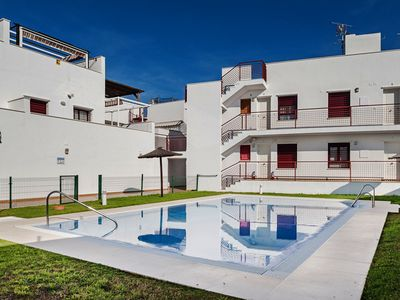 Photo for Cosy apartment with community pool - Casa Pimpinela
