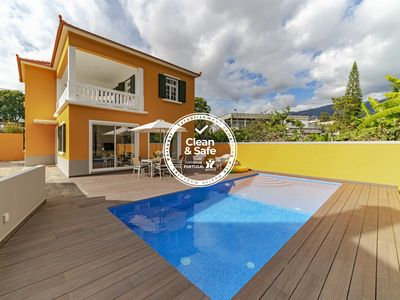 Photo for The Yellow House refuge in the city, Pool and Family